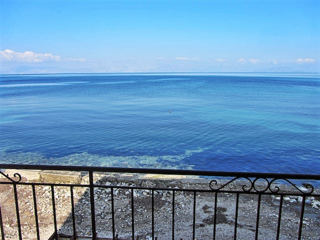 BEACH HUT APARTMENT - SEAVIEW HEAVEN ON THE BEACH - Corfu - Apartamento