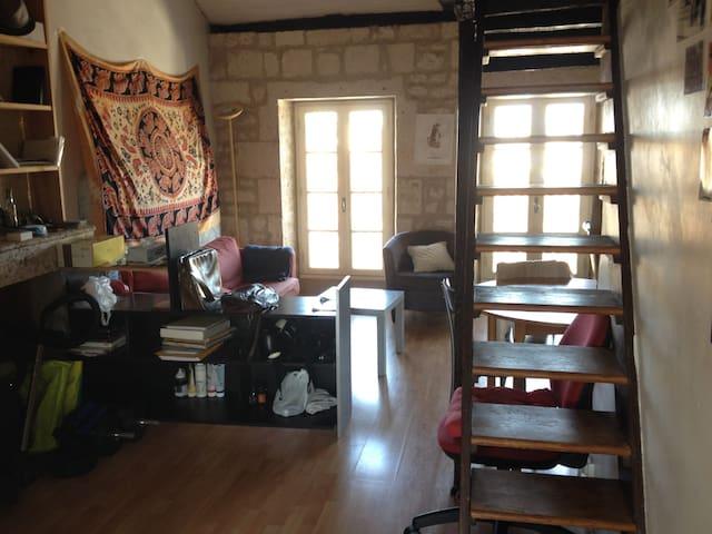 Appt centre historique avec mezzanine - Angoulême - Departamento