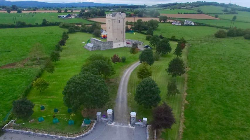 Our 15C Feudal Castle Awaits You.. - Cashel - Zamek