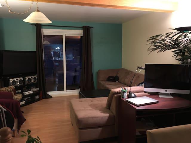 Petite chambre tranquille. Fr/En - Saguenay - Hus