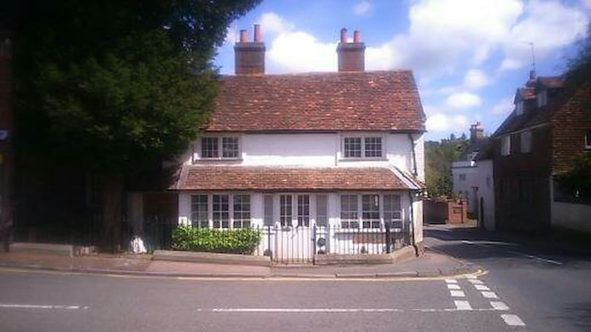 C17th Cottage Room, private shower & roof terrace - Westerham - Дом