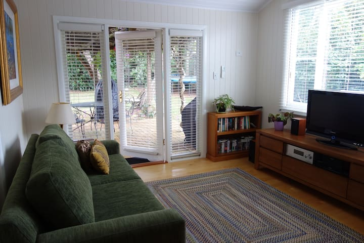 Private Studio in Leafy Garden - Mount Lofty - Guesthouse