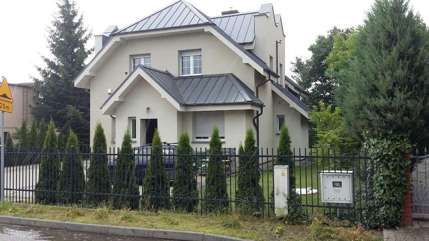Comfortable rooms in modern villa - Puszczykowo - Villa