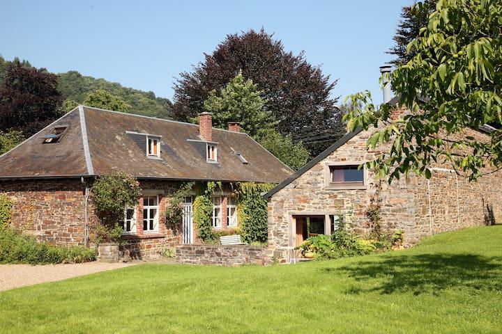 Maison familiale et grand jardin - Rendeux - Casa