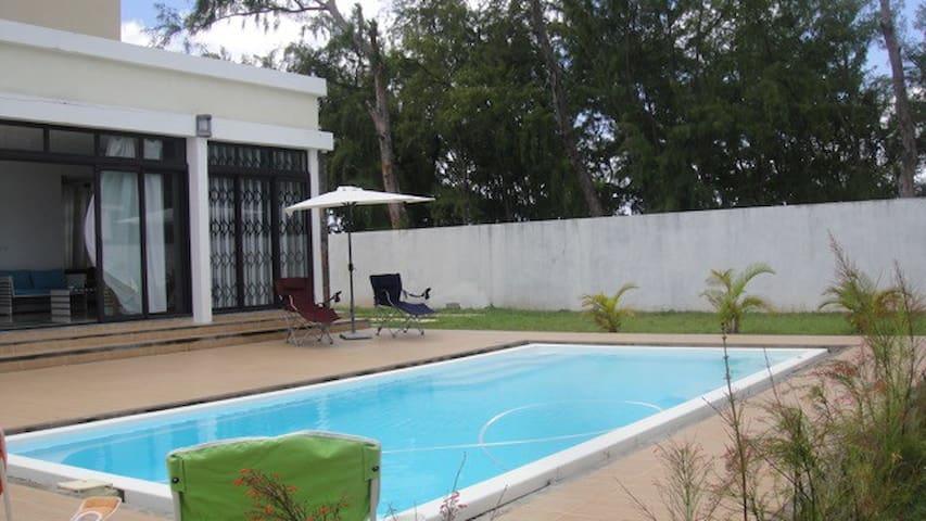 Modern 4 BR Beachfront Villa w/Private Pool+WIFI - Belle Mare - Villa