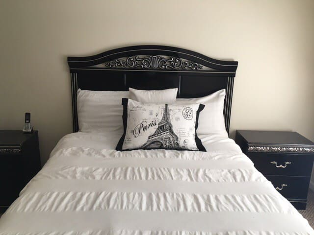 Beautiful large bedroom with private bath - Webster