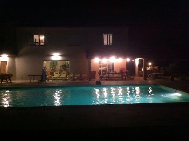 Maison particulière avec piscine - Cabasse - Casa