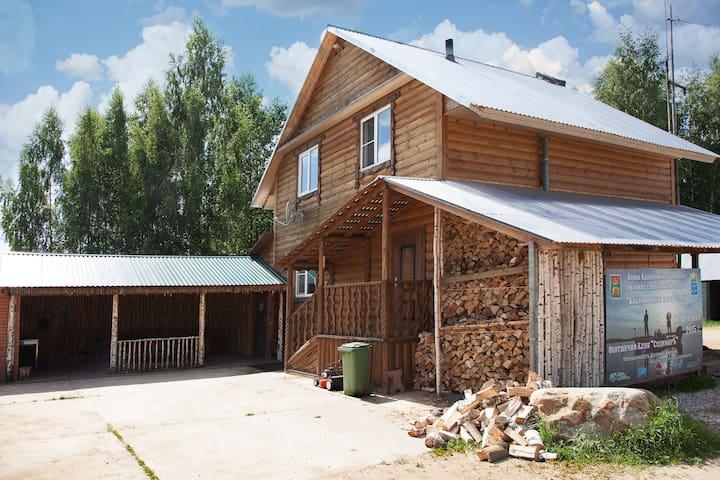 Уютный дом рядом с оленьим парком - Sudimirka - Gästhus