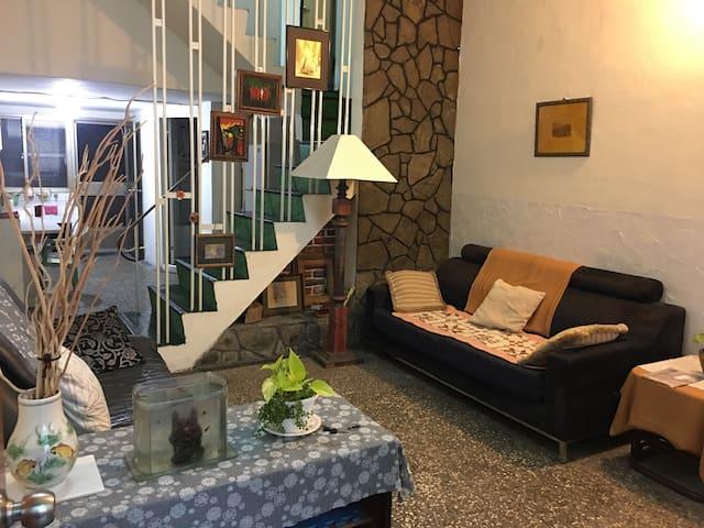 試營運超超低價 市區包棟一天竟然只有1500元 三個房間,5月調漲喔! - Xinxing District - Maison