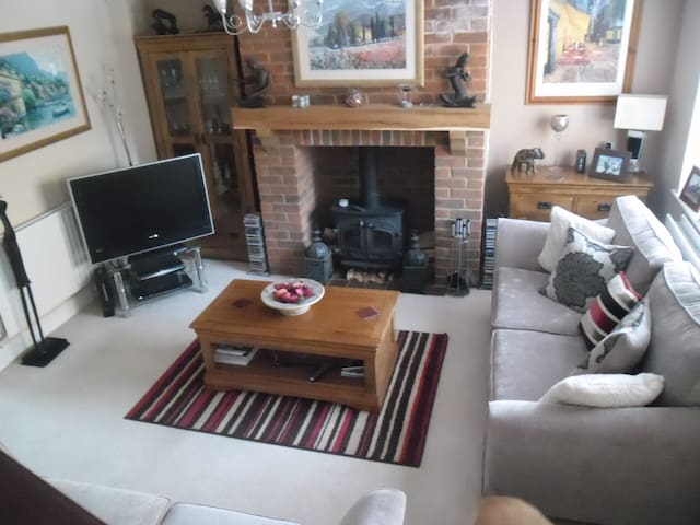 Lovely double room in cosy renovated cottage - Whiteparish