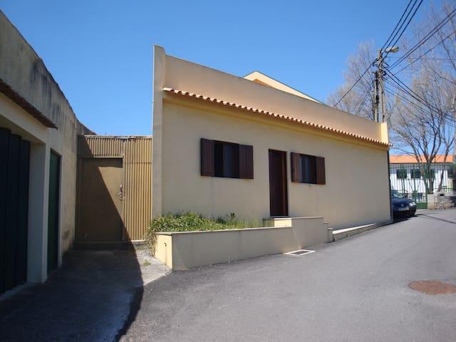 Charming yellow house by the sea and the river - Vila Nova de Gaia - Rumah