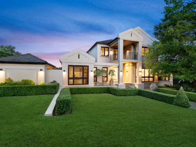Luxury resort style living - Wahroonga