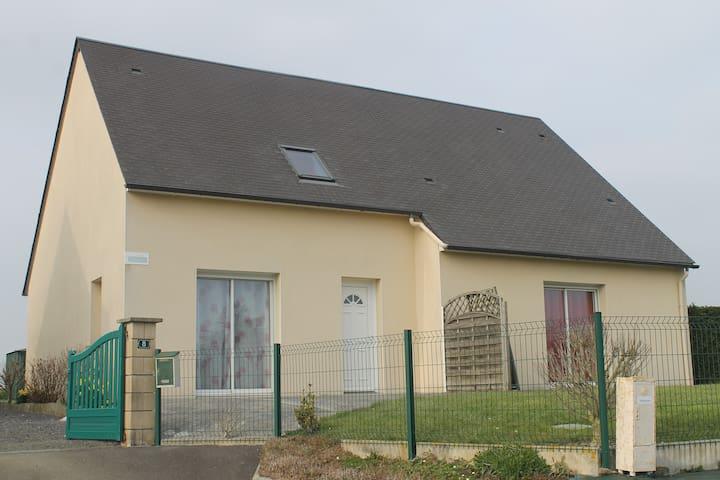 Petit Gîte, Saint-Léonard - Vains - House