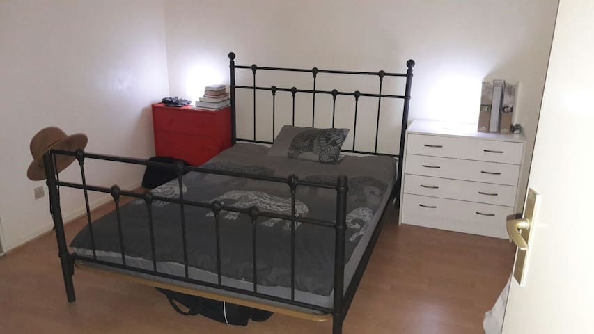 chambres confortables avec lit 2 personnes - Les Mureaux - Huis