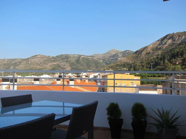 Exceptionally kept, scenic & modern apartment. - Simat de la Valldigna - Lägenhet