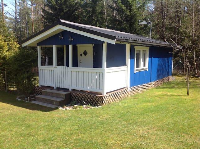 Cosy cabin close to nature - Vendelsö - Kabin