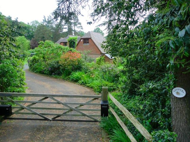 Detached annexe, country views and private garden. - Beckley - Pousada