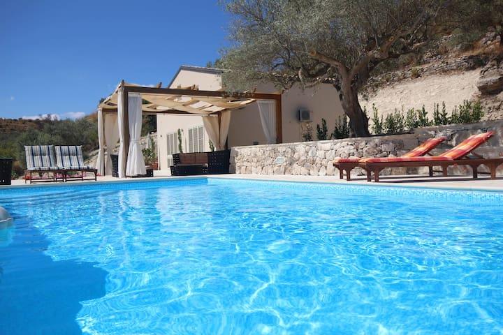 Modern New 3 bedroom Villa with shared Pool - Modica - Villa