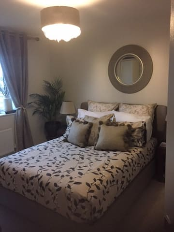 Home away from home - stylish en suite room - Worcestershire - Huis