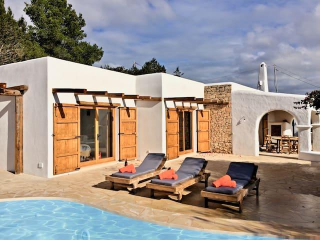 Finca Es Cubells vue mer panoramique - Es Cubells - Villa
