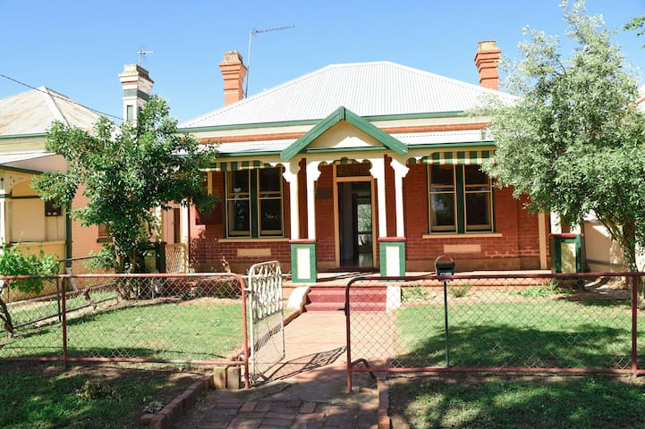 The Racecourse Cottage - Wagga Wagga - Guesthouse
