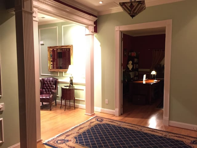 New Queen BDRM for 1 or 2 Guests - Charlotte - Casa