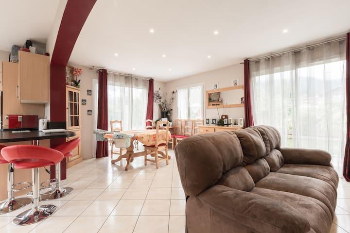2 chambres dans une villa avec jardin - Marnaz - Villa