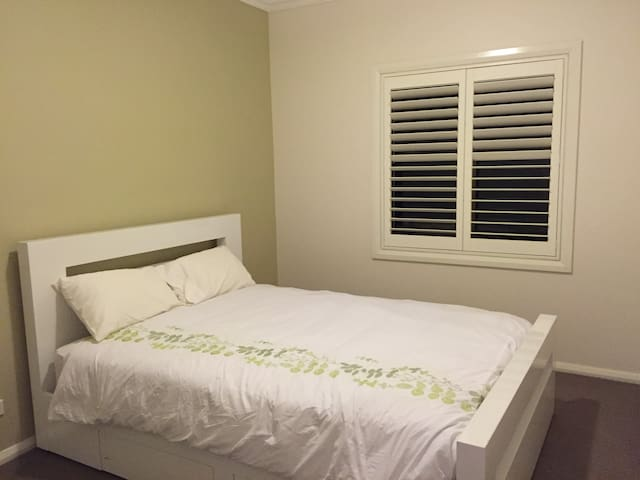 Lovely house close to Wollongong Uni and beach. - Wollongong - Hus