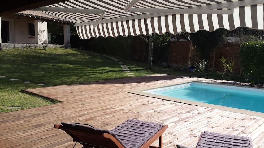 Proche Nimes , villa avec piscine . - Parignargues - Hus