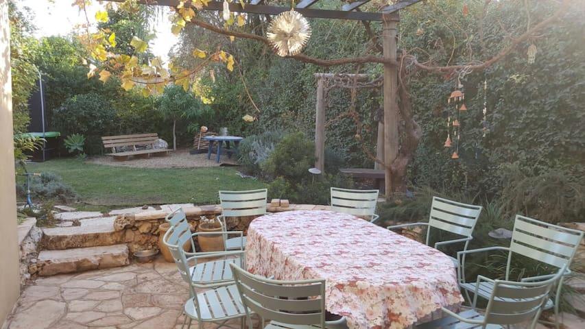 Charming country house in Hod Hasharon - Hod Hasharon - Hus