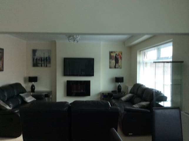 comfy modern first floor apartment - Wigan