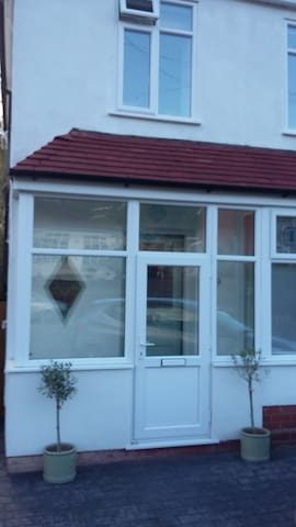 Bright and modern room in Womboure Village - Wolverhampton - Casa