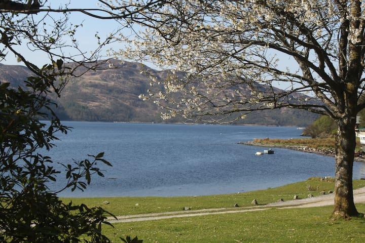 Tigh Bhaan, Ardnamurchan, Loch Shore House - Acharcale