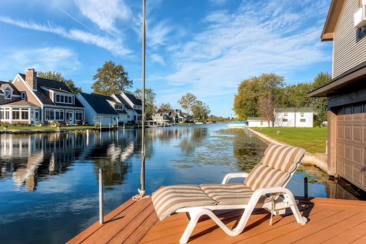 2BR Waterfront Syracuse House - Syracuse