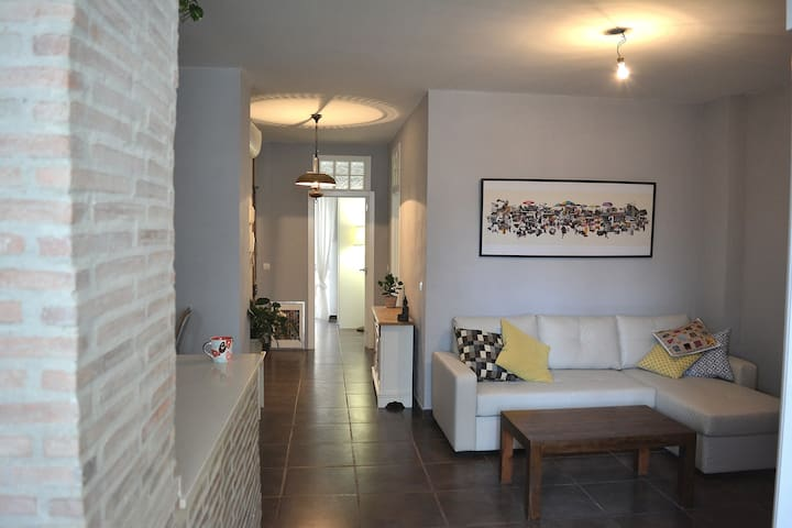 Bright sunny room to rent in Russafa - València - Daire