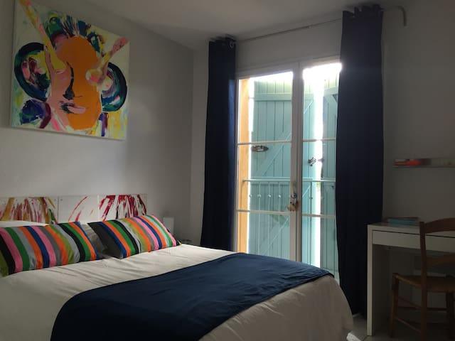 Chambre dans maison d'artiste - Cornebarrieu - Bed & Breakfast