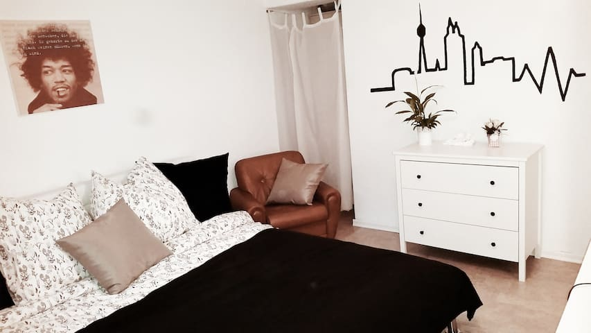Cozy basement room - Stuttgart - Hus