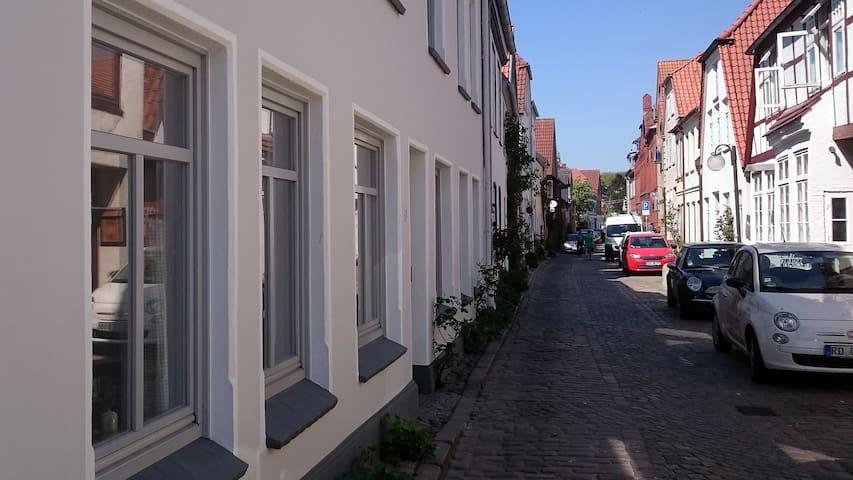 Zentral gelegene Wohnung in der Altstadt - Eckernförde - Apartamento