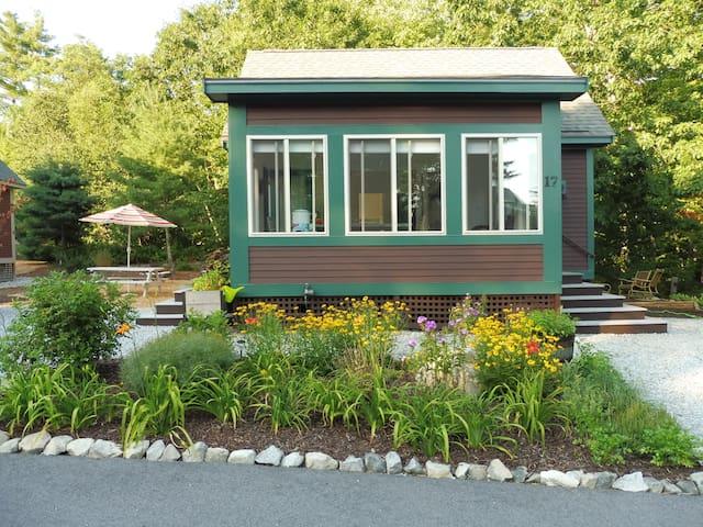 Summer Village on the Pond - Westford - Hytte