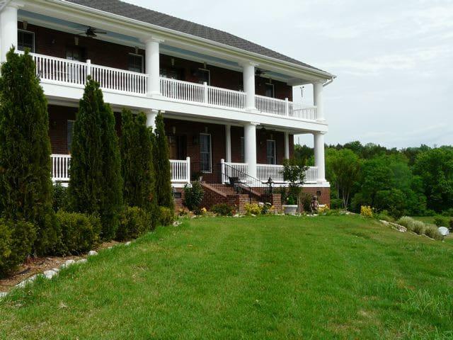 Burwood Hall Country Estate & Farm Artist Retreat - Franklin