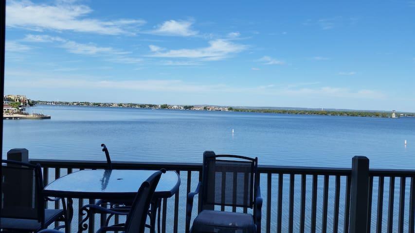 Beautiful Waterfront on Lake LBJ - Private dock - Horseshoe Bay - Şehir evi