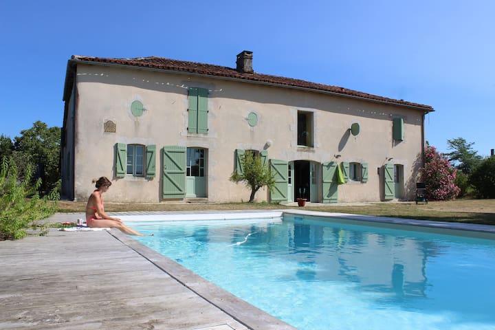 Grande maison familiale piscine sécurisée jardin - Montgaillard - Casa
