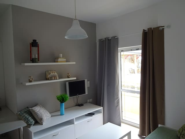 Modern furnished, apartment 200M from the beach - Γάζι - Appartement