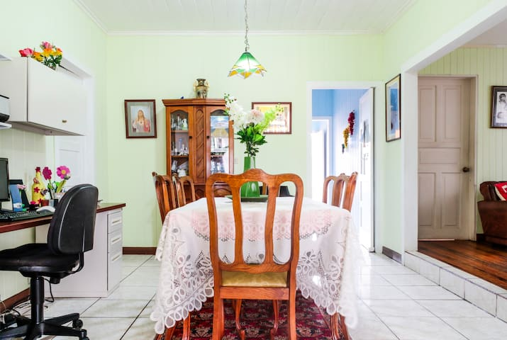 PURA VIDA, Lovely House, Best Location/San Pedro! - San Pedro - Bed & Breakfast