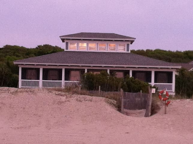 OCEAN FRONT TIMBERFRAME HOUSE - Bald Head Island - Дом