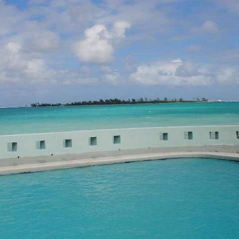 Seaduction, Oceanfront, sleeps 19, no car needed - Nassau - Casa