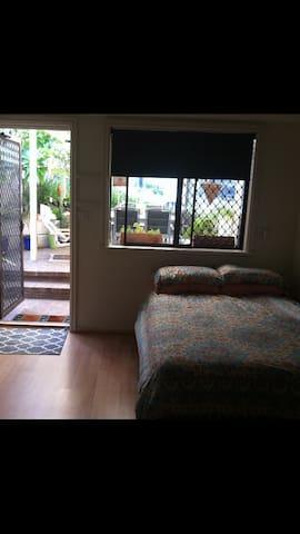 Neat airconned flat ,pool access. - Edgewater - Apartamento