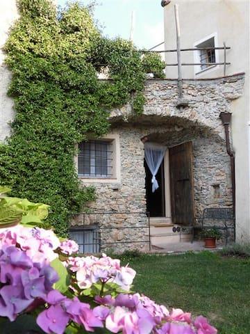 Casa Ghiri : appartamento il PARADISO con giardino - Verezzi - Daire