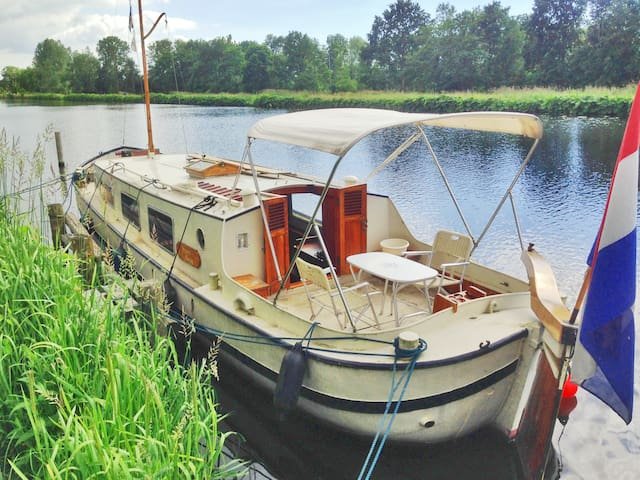Old Historic Boat close to A'dam - Monnickendam - Boot