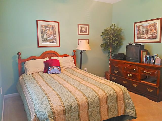 'Home away from home' Queen BR with private bath - Harrisburg - Hus
